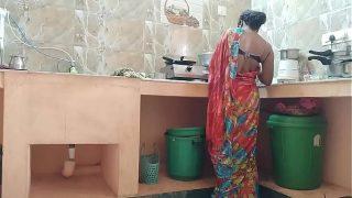 कामवाली की चुदाई किचन मे की