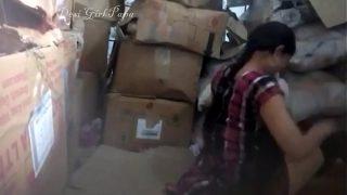 लड़की को चोदा फॅक्टरी रूम मे
