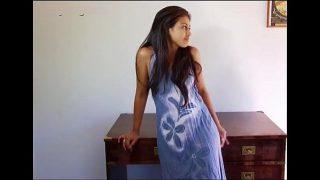 देसी कॉलेज लड़की कॅमरा पे नंगी हुई
