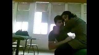 कॉलेज के रूम मे कपल्स की सेक्स मस्ती