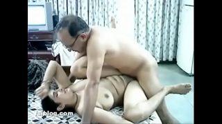 बंगाली बहु को उसके बूढ़े ससुर ने मस्त पेला