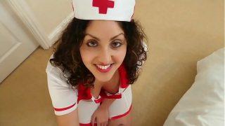 जवान नर्स को डॉक्टर ने सिड्यूस किया