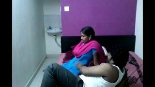 Tamil Scandal भाभी को नंगी कर के उसके बूब्स दबाए