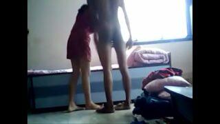 सौतेली बहन को अश्लील फिल्म दिखा के चुदाई की