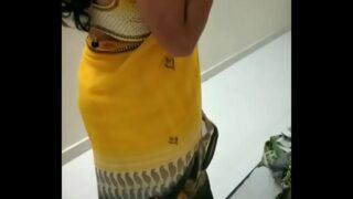 मोटे बूब्स वाली देसी माँ की चुदाई लंड पर बिठा के